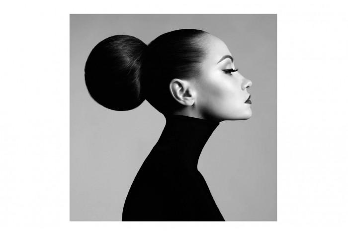 Картина Черно-белый снимок девушки